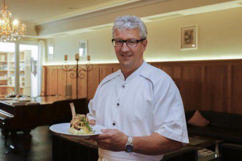 Jury-Mitglied Manfred Nussbaumer vom Hotel Krone in Langenegg freut sich schon auf Ihre Rezepte.  Foto: VN/Paulitsch