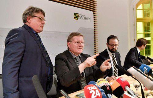 JVA-Leiter Rolf Jacob und Sachsens Justizminister Sebastian Gemkow informierten am Donnerstag über den Suizid von Dschaber Al-Bakr.  afp