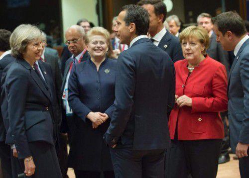 Kanzler Kern diskutiert mit der britischen Premierministerin May, Litauens PräsidentinGrybauskaite und der deutschen Regierungschefin Merkel. AFP