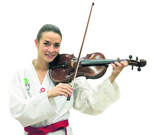 Karate-Lady Bettina Plank steht bei der WKF-WM in Linz am Donnerstag erstmals auf der Matte und will möglichst lange die erste Geige in der 50-kg-Klasse spielen  Foto: gepa