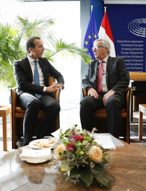 Kern und Juncker diskutierten in Straßburg über den umstrittenen Handelspakt. Foto: APA