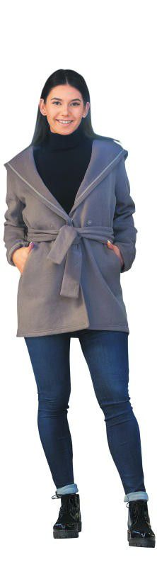 Konstantina in einem herbstlichen Outfit von Facona Dornbirn: Hose (139,90), Mantel (119,90), Pullover (44,90) und Schuhe (119,90).               Foto: VN/Steurer