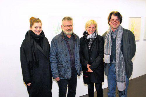 Künstlerin Bianca Regl (l.), Galeristen und Gastgeber Franz und Andrea Romagna-Miessgang sowie Laudator Harald Gfader. Fotos: Franc