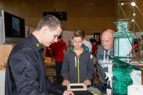 Lehrlinge und Betriebe stellen ihre Berufe in Götzis vor.