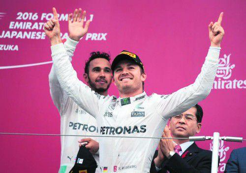Lewis Hamilton steht im Schatten von Nico Rosberg – und kommt mit den Niederlagen gegen den Deutschen immer schlechter zurecht.  Foto: apa