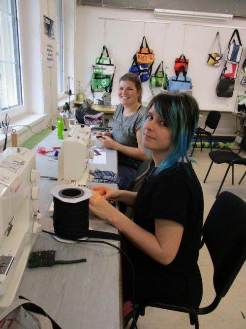 Mädchen nähen in der Kreativ-Design-Werkstatt. Foto:ojad
