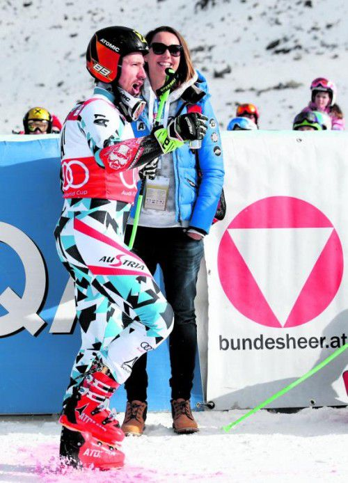 Marcel Hirscher und Freundin Laura feierten ausgelassen. gepa