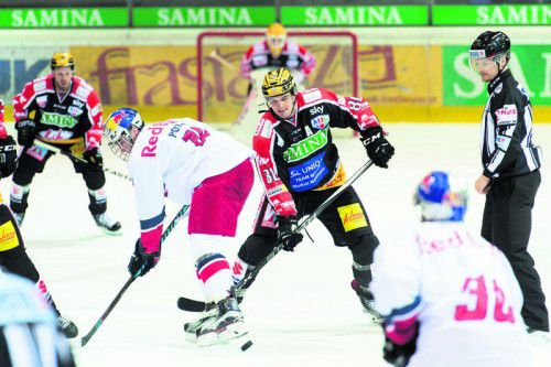 Martin Mairitsch (r.) brachte mit zwei Treffern in der Endphase den Feldkircher Sieg gegen Salzburg ins Trockene. Foto: stiplovsek