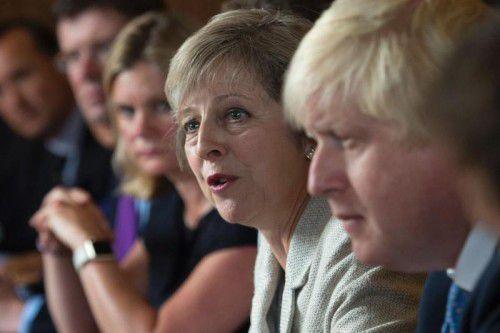 May gab erste Hinweise auf die Vorgehensweise zum EU-Austritt. Neben ihr: Brexit-Befürworter Johnson. AFP