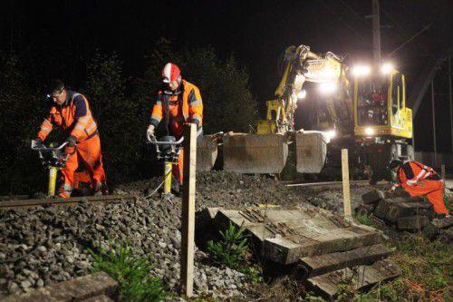 Nächtlicher Einsatz auf den Gleisen der Montafonerbahn für mehr Sicherheit entlang der Bahnlinie. Foto: meznar.media