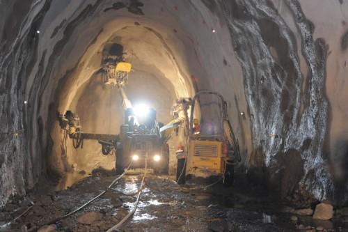 Die in einer ARGE zusammenarbeitenden Baufirmen des Kraftwerks Obervermunt II wollen von den Illwerken mehr Geld für ihre Arbeit. VKW