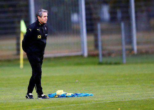 ÖFB-Teamchef Marcel Koller hat selbst Knieprobleme. Selbst eine Operation nach dem Quali-Doppel ist nicht mehr ausgeschlossen. Foto: Reuters