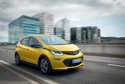 Opel hat beim Ampera-e das Auto um die Batterie (re.) herumgebaut. Das Akku-Paket befindet sich im Unterboden.