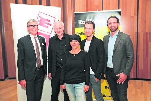 Raiba-Vorstand Wilfried Hopfner, Referent Günter Faltin, Daniela Eiterer, Peter Flatscher und Christian Leidinger (v. l.).  Fotos: ame