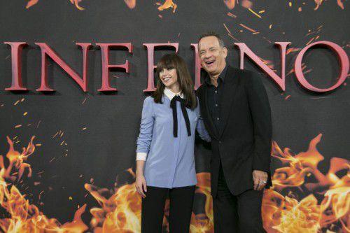 Schauspieler Tom Hanks mit Filmpartnerin Felicity Jones bei der Filmpremiere in London. Foto: AP