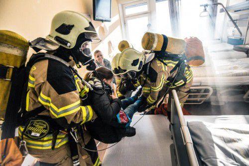 Schüler der Krankenpflegeschule Feldkirch mimten als Statisten die Patientensituation.