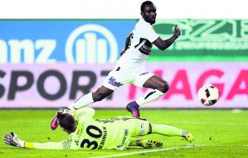 Seine Schnelligkeit ist nur ein Attribut. Altachs neuer Torjäger Nicolas Brice Moumi Ngamaleu zeigte gegen Rapid, dass er auch über viel Gefühl im Fuß verfügt. Foto: gepa
