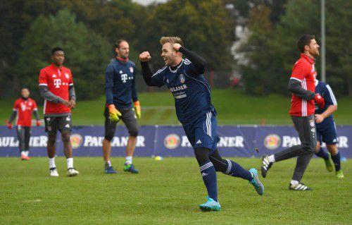 So jubelte Alexander Freitag nach seinem Treffer im Spiel gegen die Bayern-Stars. Fotos: lennart Preiss/3