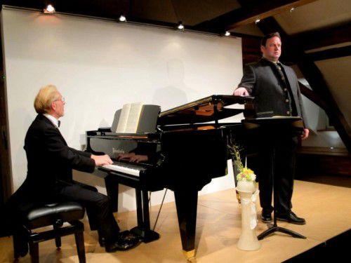 Tenor Michael Heim mit seinem langjährigen, verlässlichen Klavierpartner Hans-Udo Kreuels auf Falkenhorst. Foto: JU