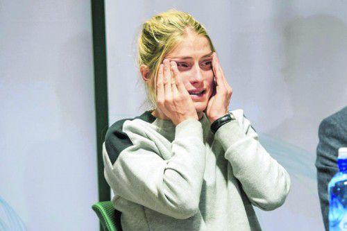 Therese Johaug in Tränen aufgelöst. Norwegens Langlaufstar sitzt wegen einer verbotenen Creme in der Dopingfalle. Foto: gepa