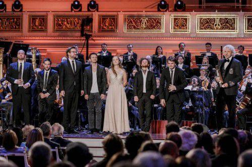 """Thomas Gottschalk überreichte dem """"Berolina Ensemble"""" den Echo Klassik in Berlin. Foto: Mo Wuestenhagen"""
