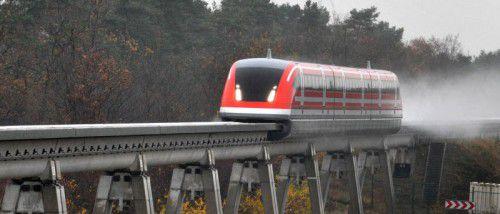 Transrapid auf der Teststrecke in Lathen: Technisch innovativ, doch ein wirtschaftlicher Flop. Foto: DPA