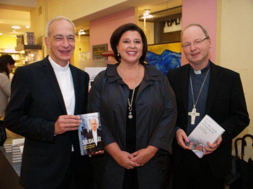 Verena Brunner-Loss mit Caritas-Präsident Michael Landau (l.) und Vorarlbergs Bischof Benno Elbs. Fotos: sie