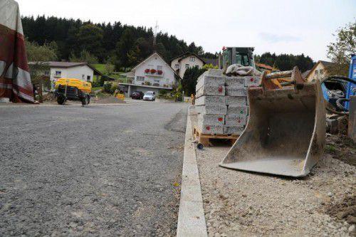 Vier Millionen Euro kostet das Göfner Kanalprojekt. Noch bis im Sommer 2017 wird gearbeitet. Foto: etu