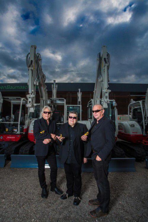 "Wolfgang Verocai, George Nussbaumer und Ulli Troy nehmen als ""Baggerboys"" den Müllskandal aufs Korn. Foto: VN/Steurer"