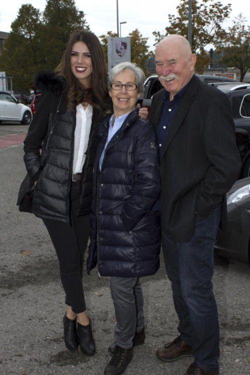 Zerina Neslanovic (l.) mit Hedi Mangeng und Walter Muchitsch.