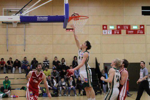 Zum Saisonauftakt bekommen es Lorenz Gerstendorfer und seine Dornbirn Lions mit den Basket 2000 Vienna zu tun. foto: schwäm