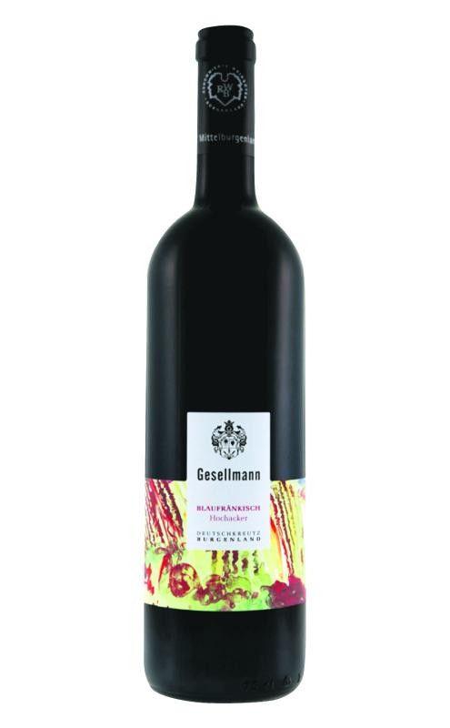 Hochacker Mittelburgenland DAC 2014, Weingut GesellmannDie Lage Hochacker ist eine nach Süden und Südosten ausgerichtete Lage mit einem schweren, kalkhaltigen Lehmboden. Nach einer manuellen Lese vergärt der Wein in Stahltanks und reift 16 Monate in großen Eichenfässern. Der Blaufränkische hat eine rubinrote Farbe, feine Brombeer- und Heidelbeeraromen, eine intensive Würzigkeit, die am Gaumen von Pfeffernoten dominiert wird, die Tannine sind feinherb, der Abgang mittellang. Der Blaufränkisch Hochacker macht viel Trinkspaß, er ist ausgewogen und sehr sortentypisch.Gesehen bei: AmannSummerRieder 8,45 Euro