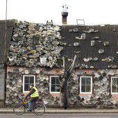 Haus mit eigenwilliger Dekoration
