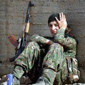 Kämpferinnen vor Rakka