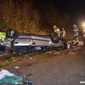 Vorarlberger (71) bei Unfall in Salzburg aus dem Auto geschleudert