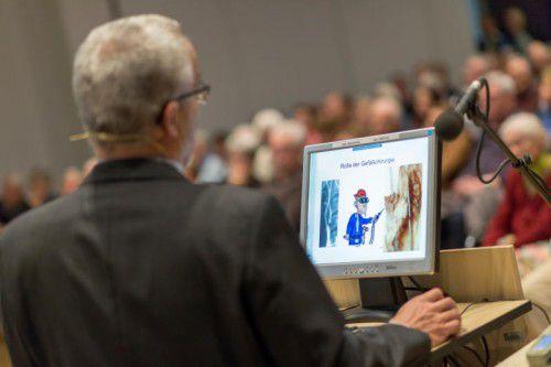 Auch beim zweiten Vortrag von Primar Wolfgang Hofmann war der Panoramasaal im LKH Feldkirch wieder bestens gefüllt. Foto: vn/paulitsch