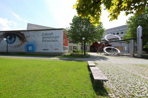 Auf dem freien Areal bei der HTL Dornbirn soll bald das neue Sportgymnasium gebaut werden. Foto: VN/HOfmeister