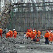 67 Tote bei Einsturz von Bauplattform in China