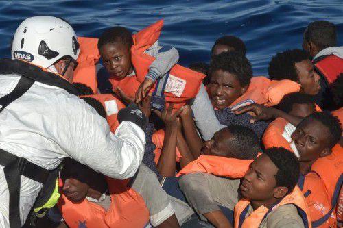Das italienische Innenministerium rechnet, dass bis Ende des Jahres 192.000 Flüchtlinge in Sizilien angekommen sein werden. Foto: AFP