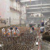 Stahlbogen schiebt sich über Tschernobyl-Ruine