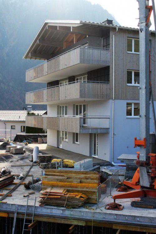 Die Fertigstellung der WohnanlageBaumgarten läuft.  Foto: VN/js
