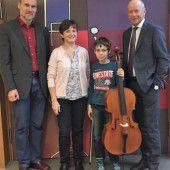 Freude über neues Cello