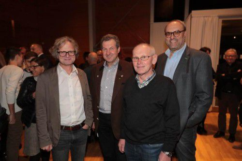 Klubobmann Adi Groß (Grüne), LK-Direktor Gebhard Bechter, Karl Heinzle und Schuldirektor Hanno Metzler (Hittisau). Fotos: Arno Meusburger