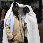 Polizei räumt in Paris illegales Flüchtlingslager