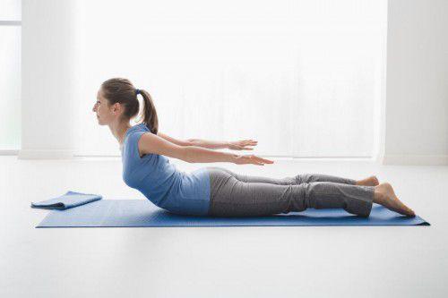 Mit entsprechender Gymnastik können Beckenboden und damit auch die Blase gestärkt werden. Manchmal nützt aber selbst dieser Einsatz nicht mehr viel, und eine Operation ist angezeigt.