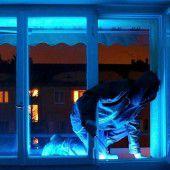 Kriminelle Besucher im Dunkeln