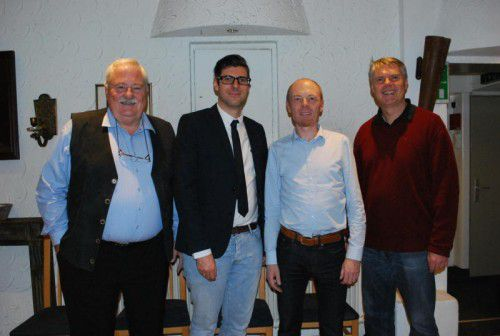 Ulrich Rhomberg, Michael Fliri, Harald Rhomberg und Werner Matt (v. l.) beim Vortrag im Vorarlberger Hof. Foto: erh