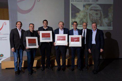 Vier Bürgermeister aus dem Bezirk Bregenz freuen sich über die erfolgreiche e5-Zertifizierung. Foto: Energieinstitut