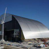 Riesiger Sarkophag für Atomruine Tschernobyl