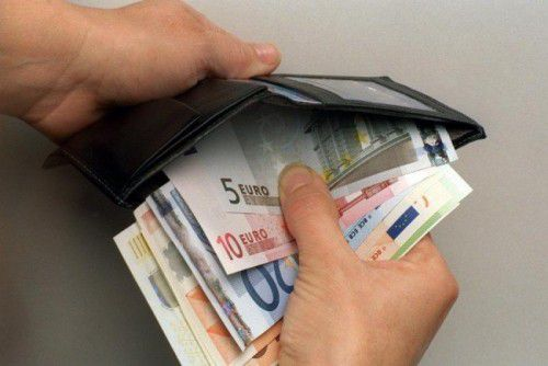 Der angebliche Täter soll in einem unbeobachteten Moment in die Geldbörse des Kellners gegriffen und daraus 600 Euro gestohlen haben.symbol/VN/HB